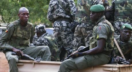Militaires mutins à Bamako le 28 mars 2012.   Reuters Staff / Reuters
