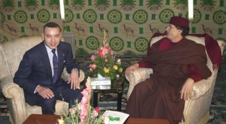 Rencontre entre le roi Mohammed VI et l'ex-guide libyen Mouammar Kadhafi à Tripoli le 16 janvier 2001. AFP/ALI LINH / HO