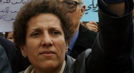 Radhia Nasraoui, lors d'une manifestation, Tunis, avril 2004. © REUTERS/Mohamed Hammi