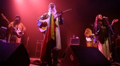 Le groupe Tinariwen sur la scène de la Cigale © Stéphanie Trouillard