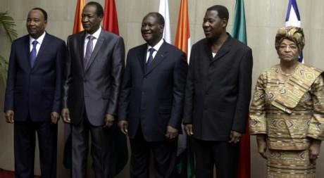 Alassane Ouattara entouré de ses pairs ouest-africains, mars 2012. ©REUTERS/Thierry Gouegnon