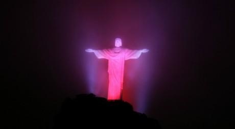Une statue du Christ, le jour de la lutte contre le sida, Rio de Janeiro, décembre 2011. © REUTERS/Ricardo Moraes