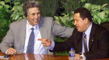 Ben Bella et le président Hugo Chavez le 13 novembre 2001. REUTERS/Kimberly White