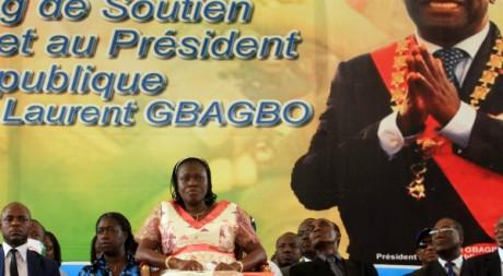 Simon Gbagbo et des caciques du FPI lors d'un meeting à Abidjan, janvier 2011, REUTERS/Thierry Gouegnon