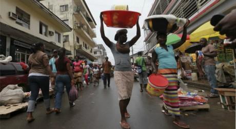 Des vendeuses dans un marché populaire de Monrovia, Liberia, octobre 2011. © REUTERS/Luc Gnago