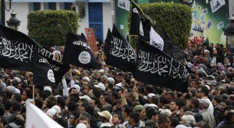manifestation en faveur de la charia (loi islamique) en Tunisie, mars 2012. © REUTERS/Zoubeir Souissi