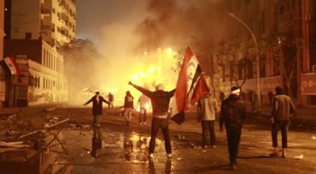 Des Hooligans scandent des slogans anti-gouvernement peu après la tragédie de Port Saïd, Le Caire, mars 2012 REUTERS/A. Waguih