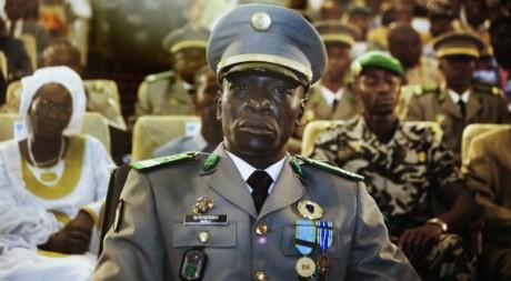 Le capitaine Amadou Sanogo à l'investiture du président par intérim Dioncounda Traoré, Bamako, 12 avril 2012 REUTERS/Stringer