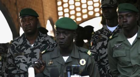 Amadou Sanogo, chef de l'ex-junte, lors d'une conférence de presse, camp militaire de Kati, 3 avril 2012 REUTERS/Luc Gnago