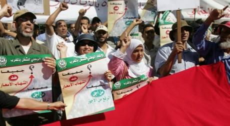 Des centaines de Marocains manifestent contre la hausse des prix le 30 septembre 2007.  AFP/ABDELHAK SENNA
