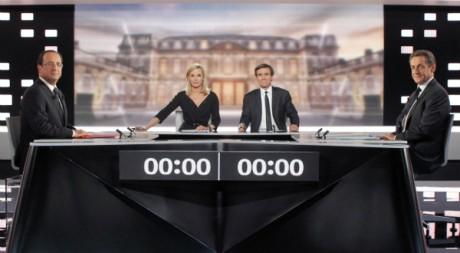 Nicolas Sarkozy et François Hollande quelques instants avant le débat télévisé, 2 mai 2012, Plaine Saint-Denis REUTERS/Pool New