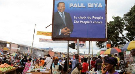 Affiche de campagne du prsident Paul Biya lors de la prsidentielle d&#039;octobre 2011.  REUTERS/Akintunde Akinleye