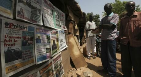 Inquiétude à Bamako le 20 avril 2012. REUTERS/ Luc Gnago