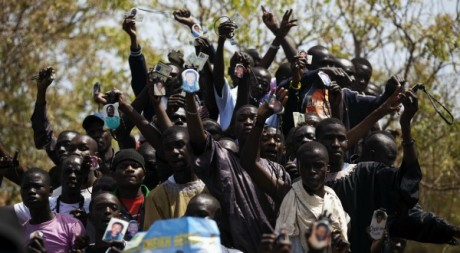 Des partisans du marabout Cheikh Béthio Thioune à Dakar le 25 mars 2012. REUTERS/Finbarr O'Reilly