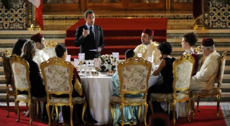 Nicolas Sarkozy à la table de Mohamed VI, dans le palais royal, le 23 octobre 2007