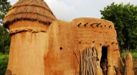 Maison en terre cuite au Togo le 20 août 2006