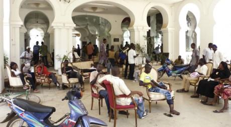 Manifestants occupant le palais présidentiel de Koulouba, lundi 21 mai, Bamako REUTERS/Stringer