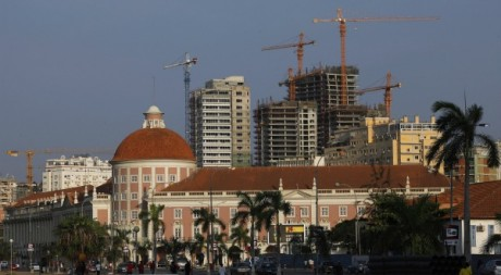 Luanda change rapidement de visage. REUTERS/ Mike Hutchings