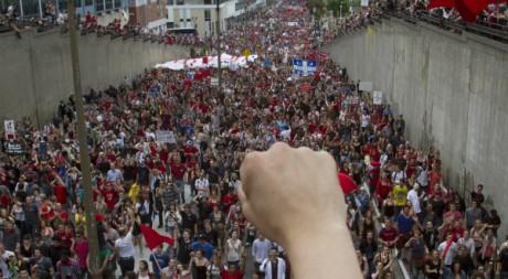 Des milliers de manifestants à Montréal contre la hausse des frais de scolarité universitaires. REUTERS /Olivier Jean