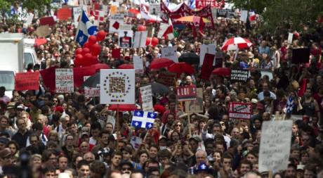 Millions de manifestants marchant pour marquer les 100 jours de la contestation, Montréal, 23 mai 2012, REUTERS/C. Muschi