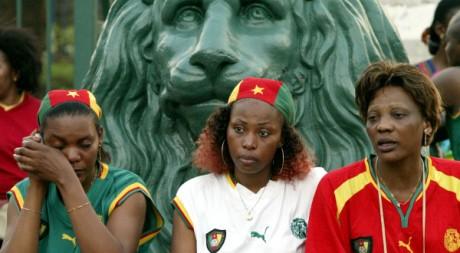 Des supportrices de l'équipe de football du Cameroun au stade Gerland, à Lyon REUTERS/Robert Pratta