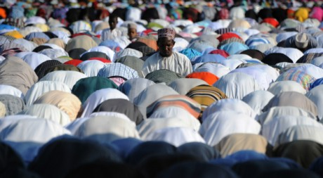 Prière musulmane à Zanzibar. SIMON MAINA / AFP