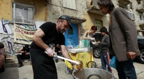 Soupe populaire à Athènes, le 24 avril 2012. REUTERS/John Kolesidis