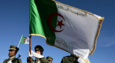 La garde d'honneur algérienne durant une visite officielle du président Bouteflika à Blida, 18 février 2009, REUTERS/Z. Bensemra