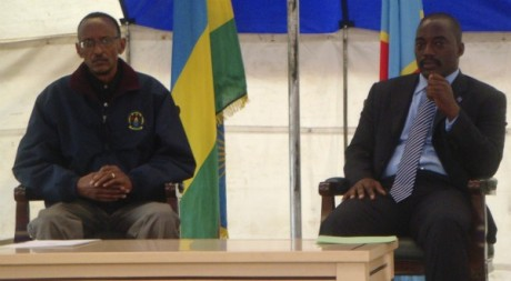 Joseph Kabila et Paul Kagame à un meeting près de Goma à l'Est du Congo, le 6 août 2009. REUTERS/Stringers