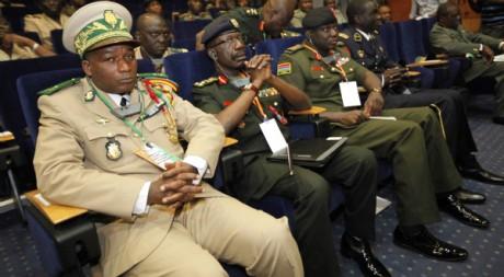 Officiers ouest-africains au sommet de la Cédéao à Abidjan, 5 avril 2012, REUTERS/Thierry Gouegnon