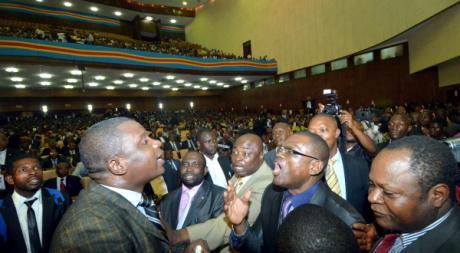 Echange houleux entre membres de l'opposition à l'Assemblée nationale de RDC. © Junior D. KANNAH/AFP