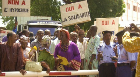 Aminata Traoré (au centre, en violet) © tous droits réservés