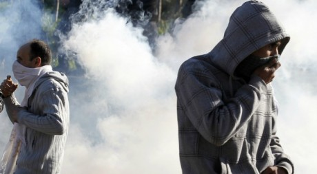 Affrontements entre gendarmes et manifestants dans les faubourgs d'Alger le 31 janvier 2012