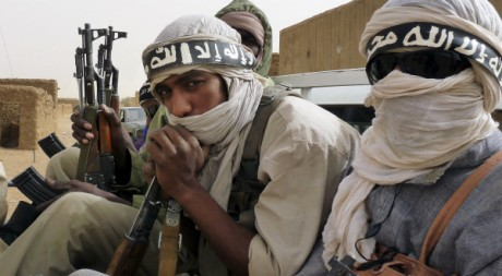 Miliciens d'Ansar Dine en patrouille dans le nord-Mali, 18 juin 2012, REUTERS/Stringer