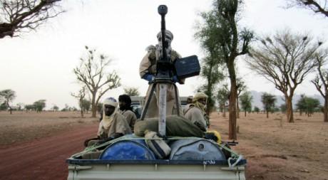 Miliciens d'Ansar Dine en patrouille entre Gao et Kidal, dans le nord-Mali, 18 juin 2012, REUTERS/Stringer