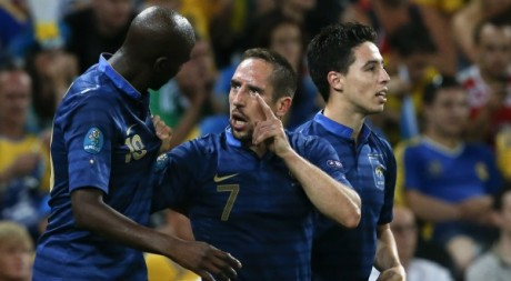 Nasri, Ribery et Diarra le 15 juin 2012 à Donetsk (Ukraine). REUTERS/Alessandro Bianchi