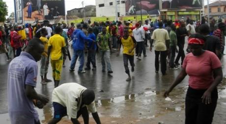 De jeunes Togolais lors de la manifestation du 13 juin 2012, Lomé. © STRINGER/AFP