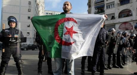 Manifestation à Alger le 12 février 2011. Reuters/Zohra Bensemra