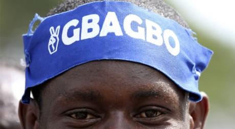 Un partisan de Laurent Gbagbo durant la campagne électorale, Abidjan,  26 novembre 2010, REUTERS/Luc Gnago