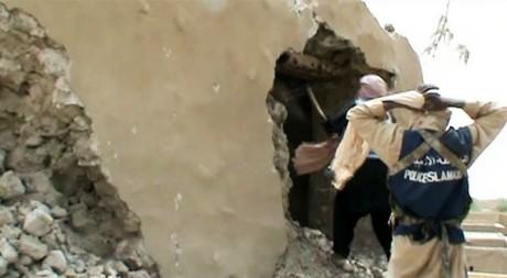 Destruction d'un mausolée à Tombouctou le 1er juillet 2012. AFP