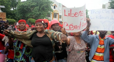 Manifestation des femmes de Bérets rouges à Bamako, le 16 juillet 2012. HABIBOU KOUYATE/AFP