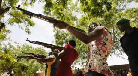 Entraînement de miliciennes du FNL, Sévaré (600km de Bamako), juillet 2012. © REUTERS/Reuters Staff