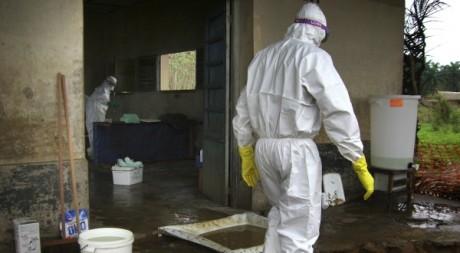 Opération d'isolation du virus Ebola dans la province du Kasaï, RDC. © REUTERS/Handout