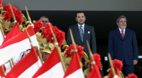 Le roi Mohamed VI et le président Lula da Silva, le 26 novembre 2004 à Brasilia. © REUTERS/Jamil Bittar