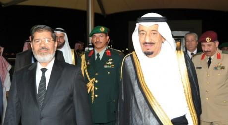 Rencontre entre le prince saoudien, Salman bin Abdulaziz, et le président égyptien Mohammed Morsi à Jeddah.  le Reuters/Handout
