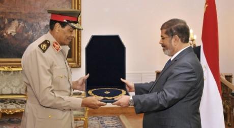 Le président égyptien Mohammed Morsi et le maréchal Hussein Tantaoui, le 15 août au Caire © REUTERS