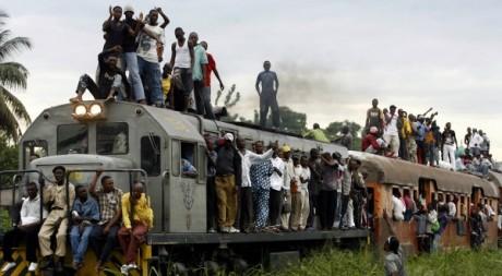 A Kinshasa, mieux vaut s'armer de patience pour emprunter les transports en commun © ISSOUF SANOGO / AFP