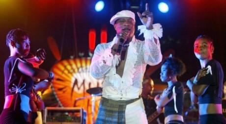 Koffi Olomide, en concert à Dakar, en 2005. © AFP PHOTO SEYLLOU