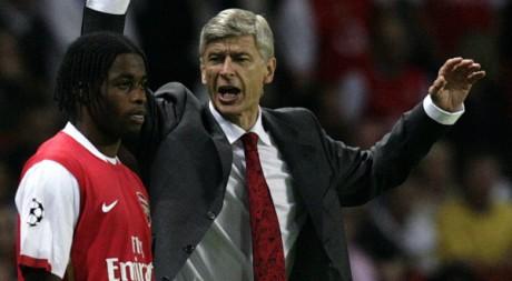 Alexandre Song et Arsène Wenger, à Londres, 26 septembre 2006, REUTERS/Kieran Doherty