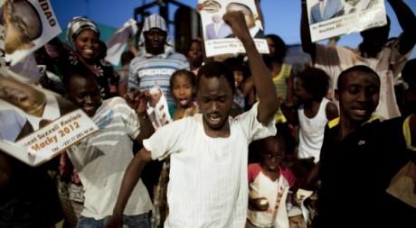 Des partisans de Macky Sall, le 26 mars 2012 à Dakar. Reuters / Joe Penney